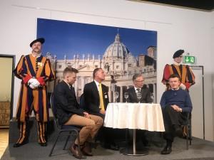 Gardist Mauritz von Sury, Moderator Meinrad Stöcklin, Landratspräsident Petr Riebli und Ausstellungsberater Rudolf Koletzko_1
